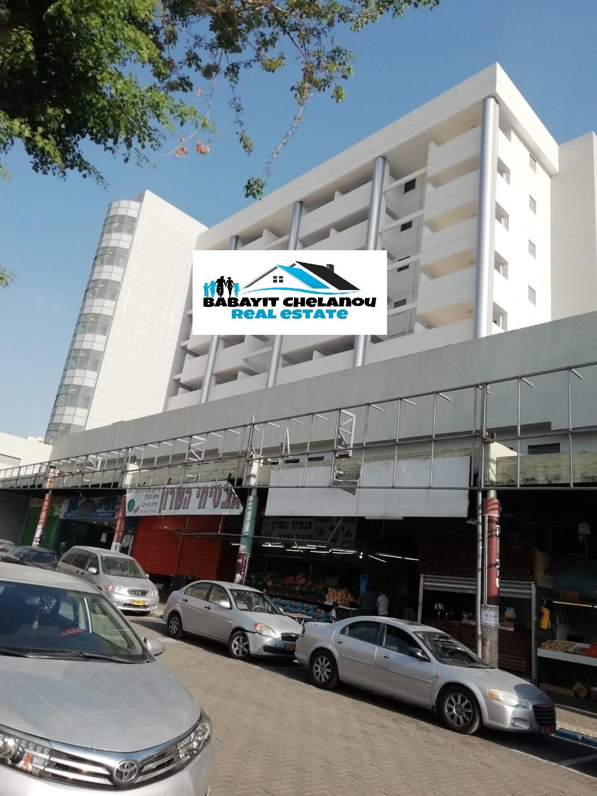 Netanya centre: Location d'un grand studio meublé plus balcon